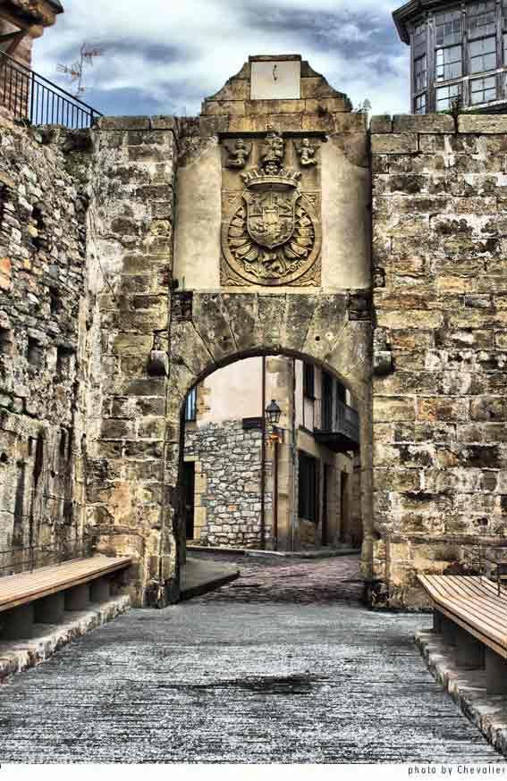 Sta. Maria door, entrance to the city of Hondarrabía, Guipúzcoa - Spain