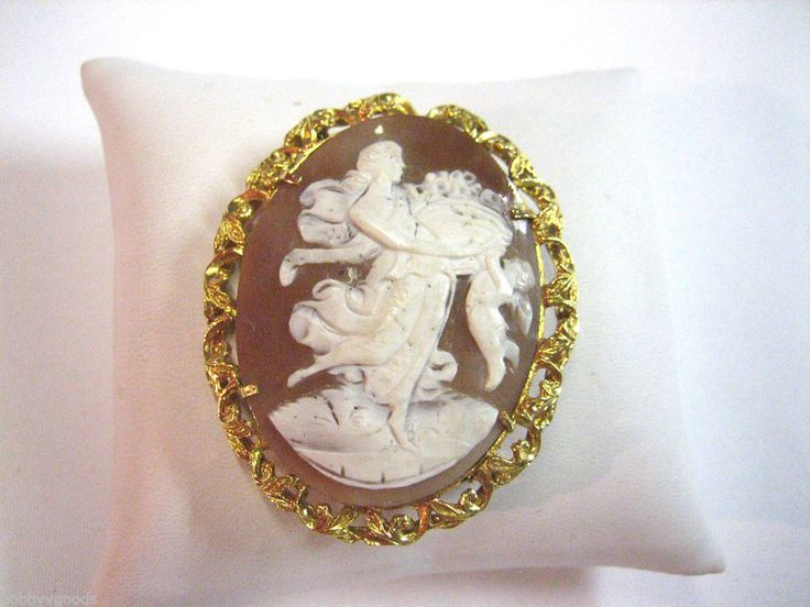 VINTAGE STUNNING ESTATE 18K YELLOW GOLD WOMAN WITH CHILD SHELL CAMEO BROOCH PIN