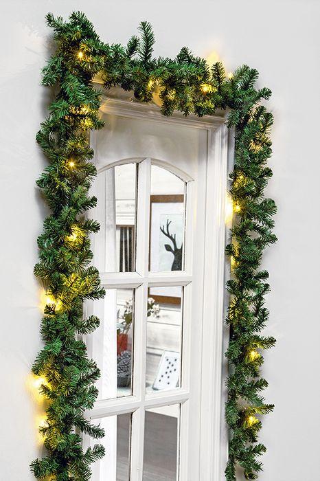 En Navidad, eres tú el encargado de darle el toque de magia a tu hogar. Alegra la llegada a casa a tu familia e invitados con una bella guirnalda con luces. #Sodimac #Homecenter