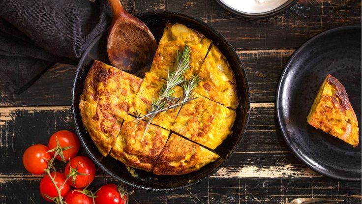Spansk omelet med persillesalat. Retten er inspireret af både det spanske og det italienske køkken, og har en dejlig smag af chorizo, rosmarin og citron.