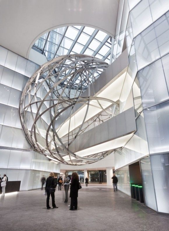 An impressive circular frame installation called Deutsche Bank Sphere is completed designed by the Mario Bellini Architects. The interior decoration design is designed for the new Deutsche Bank headquarters which is based in Frankfurt, Germany. The amazing frame installation is constructed by steel materials.  An incredible frame installation is designed placed between the two pathway bridge which is connects the other side of the bank building.