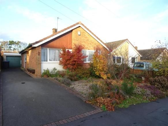 2 bedroom detached bungalow for sale - Park Avenue, Markfield, Leicestershire Full description           ** A WELL APPOINTED AND SPACIOUS TWO BEDROOM DETACHED BUNGALOW LOCATED IN THE DESIRABLE VILLAGE OF MARKFIELD. AN EARLY INSPECTION OF THIS PROPERTY COMES HIGHLY ADVISED IN ORDER TO AVOID DISAPPOINTMENT AS WELL AS TO FULLY APPRECIATE THE EXISTING ACCOMMODATION. ** EPC... #coalville #property https://coalville.mylocalproperties.co.uk/property/2-bedroom-detached-bungalow-fo