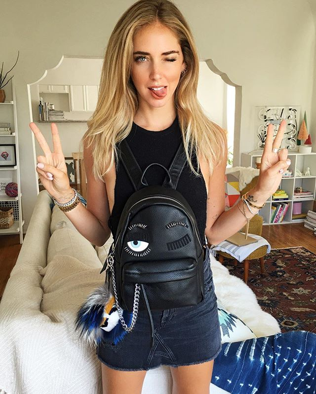 A little obsessed about my blonder hair by @balayagebymatt and @chiaraferragnicollection new pierced mini backpack