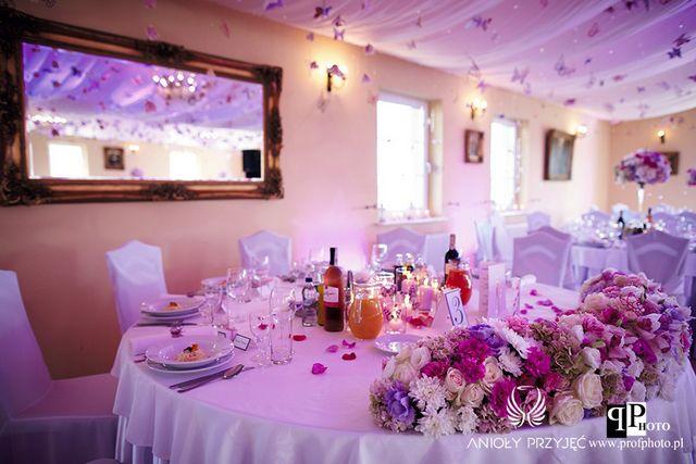 Butterfly Wedding,Wedding hall,Head table,Centerpieces,Purple/Motylkowe wesele,Sala weselna,Stół Pary Młodej,Fioletowe dekoracje,Anioły Przyjęć
