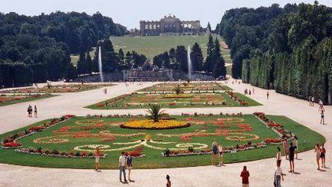 12 HARI – EASTERN EUROPA POLAND + CROATIA (the-schonbrunn-park)
