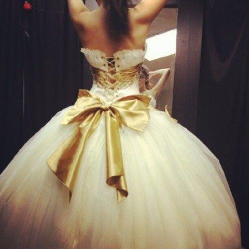 Fügen Sie eine Schleife und ein Korsett zu einem Kleid hinzu, um Flirt und Spaß hinzuzufügen. #Hochzeitskleid #Hochzeit …   – Wedding Dresses