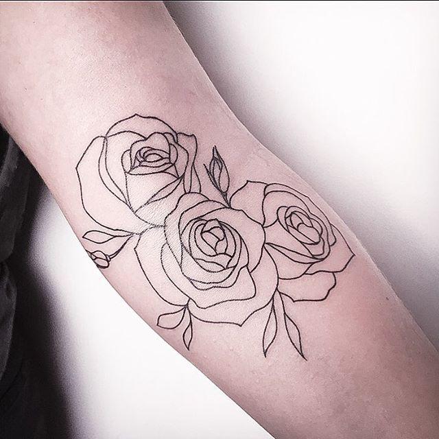 die besten 25 rosen umriss ideen auf pinterest tatoo rosendesigns rose tattoo mit dem namen. Black Bedroom Furniture Sets. Home Design Ideas