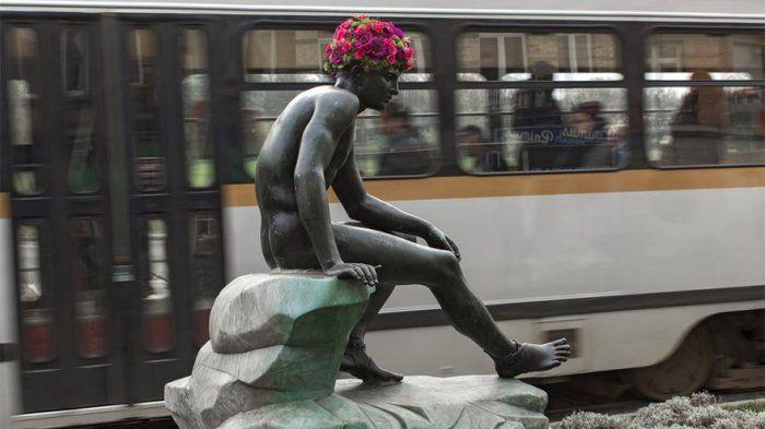 Epic! Bikin Patung Makin Hidup, Pecinta Bunga Ini Munculkan Rambut dan Jenggot dalam Berbagai Bentuk
