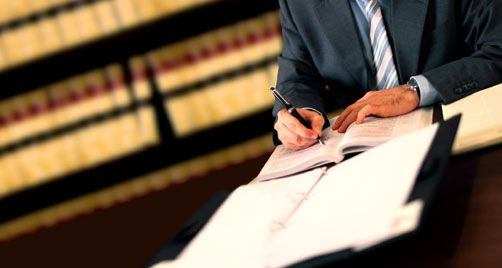Consultas legales para músicos y artistas: Artista anunciado en el cartel sin contrato