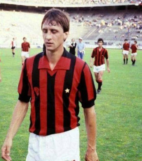 In questa foto Johan Cruijff con la maglia del Milan, in occasione del Mundialito per Clubs nel 1981 allo stadio San Siro!