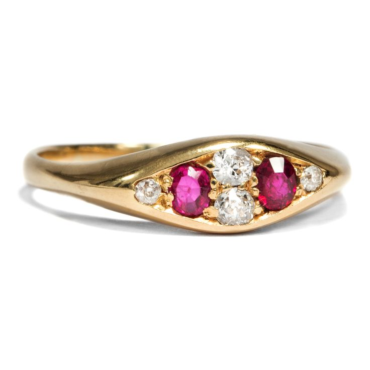 All you need is Love - Antiker Goldring mit Rubinen & Diamanten, Birmingham 1904 von Hofer Antikschmuck aus Berlin // #hoferantikschmuck #antik #schmuck #Ringe #antique #jewellery #jewelry // www.hofer-antikschmuck.de