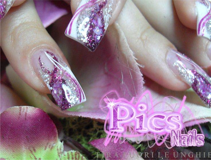 Polveri Glitter, Smalto da Decoro, Scaglie di Conchiglia e tanto altro ancora, per dar vita a questa meravigliosa creazione Pics Nails!