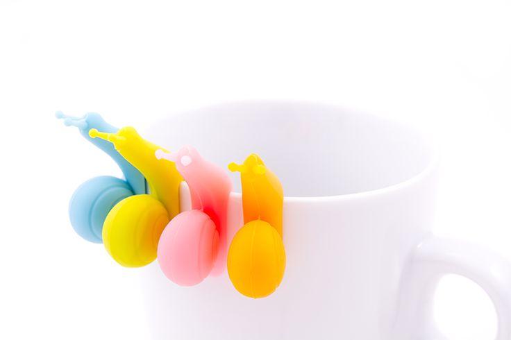Enroulez la ficelle de votre sachet de thé autour de ce bel escargot en silicone Pour ne plus jamais devoir aller rechercher la ficelle du sachet de thé dans le liquide bouillant, cet escargot est la solution!