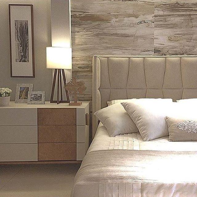 Quarto do casal, destaque para o painel em madeira envelhecida atrás da cabeceira!! #decor #design ...