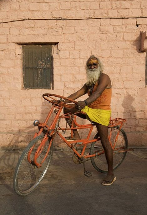 Bike mechanic, Northern Rajasthan. Click image for details & visit the slowottawa.ca boards >> http://www.pinterest.com/slowottawa/