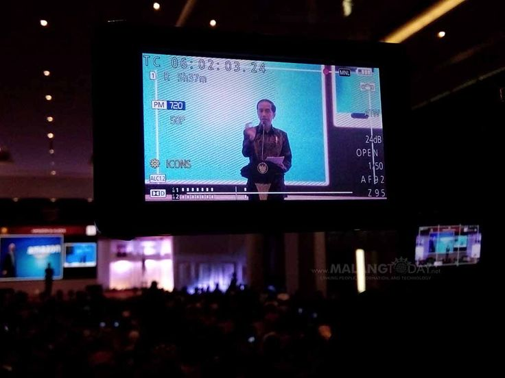 """Pesan Jokowi Wajibkan Setiap Kota Miliki Ciri Khas Berbeda https://malangtoday.net/wp-content/uploads/2017/07/Presiden-Joko-Widodo-Jokowi-ketika-menutup-Rakernas-XII-APEKSI-2017-di-Hotel-Savana-Kota-Malang-Pipit-copy.jpg MALANGTODAY.NET – Presiden Joko Widodo (Jokowi) menekankan, agar setiap kota di Indonesia memiliki ciri khas yang berbeda. Pasalnya, Indonesia memiliki beragam potensi dan kekayaan yang patut dibanggakan dan selalu berbeda dengan daerah lain. """"Say"""