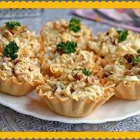 Салат с курицей и ананасами в тарталетках!