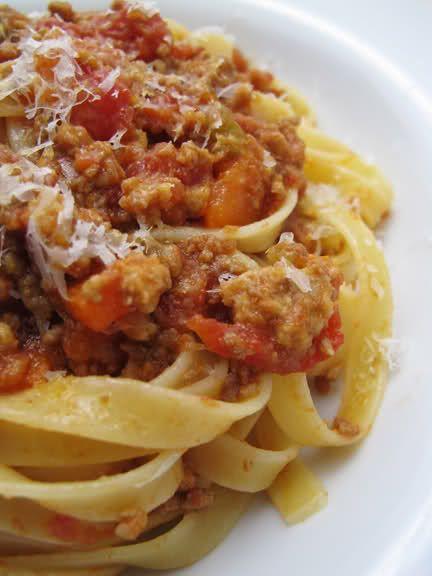 Włochy.Tradycyjne spaghetti bo bolońsku.