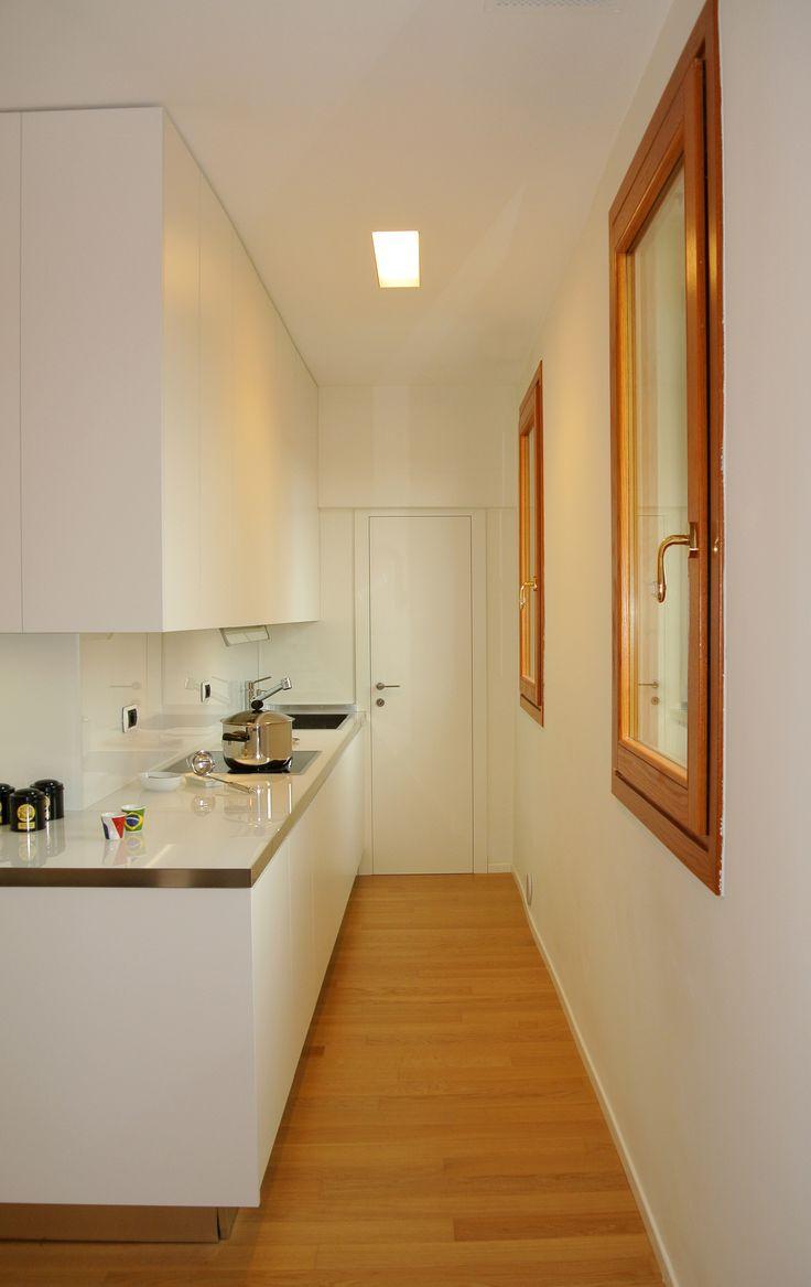 Vista sulla cucina, essenziale e lineare #architettura #interni