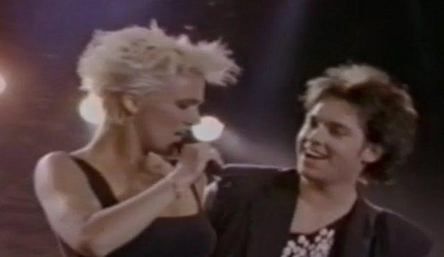 Vannak dalok, melyeket nem lehet megunni! Ez az 1988-as dal is egyike az örökzöld kedvenceknek! - https://www.hirmagazin.eu/vannak-dalok-melyeket-nem-lehet-megunni-ez-az-1988-as-dal-is-egyike-az-orokzold-kedvenceknek