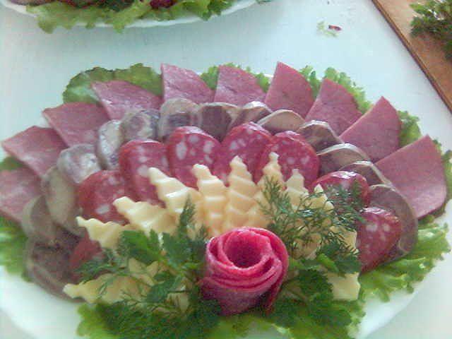 �?деи оформления праздничных блюд  3/note krinkle  cutter used on cheese