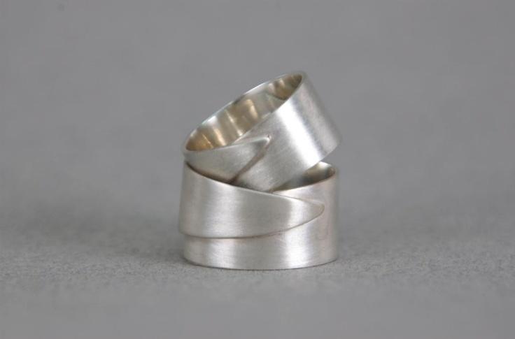 Zilveren trouwring met flap, mat geschuurd