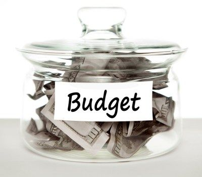 Get organized with this FREE download for your 2017 Budget Binder: 20+ printable worksheets to track your budget, savings, debts, and more!