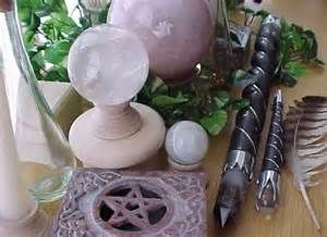Kitchen Witch School of Natural Witchery: Setting Up An Altar  http://kitchenwitchuk.blogspot.co.uk/2013/04/setting-up-altar.html