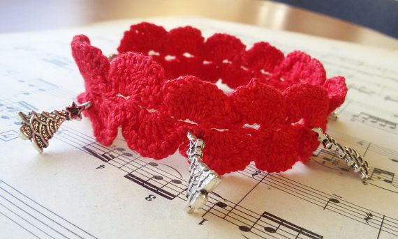 Red Christmas bracelet crochet bracelet with charms by Rocreanique on Etsy