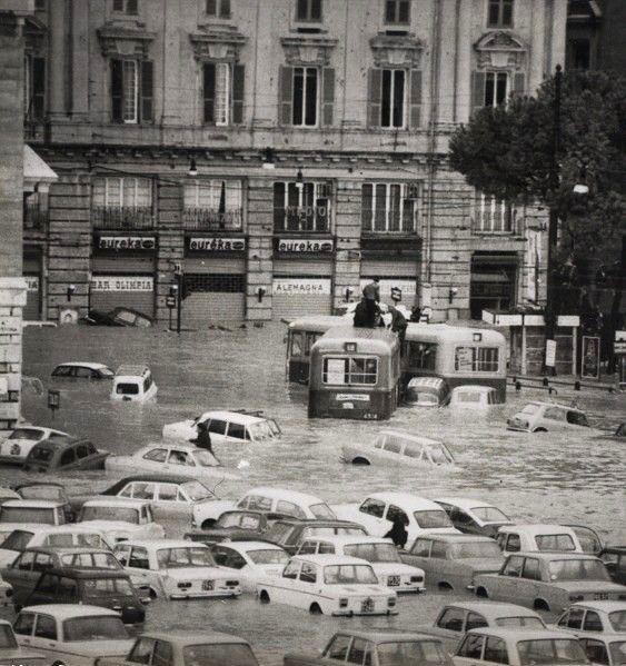 Alluvione del 7-8 ottobre 1970. Esondazione del torrente Bisagno. (Foto: Publifoto – Giorgio Bergami. Via Pertinace, 1/1 – Genova).