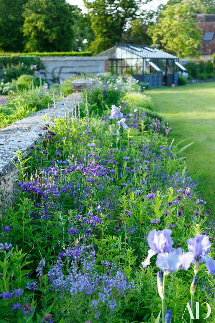 This french country estate boasts unbelievably beautiful for Beautiful flower beds