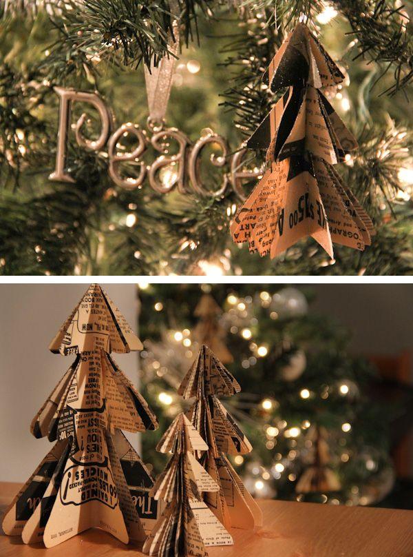 Alberi di Natale di carta creati da scarti di libri #paper #christmas #tree #DIY