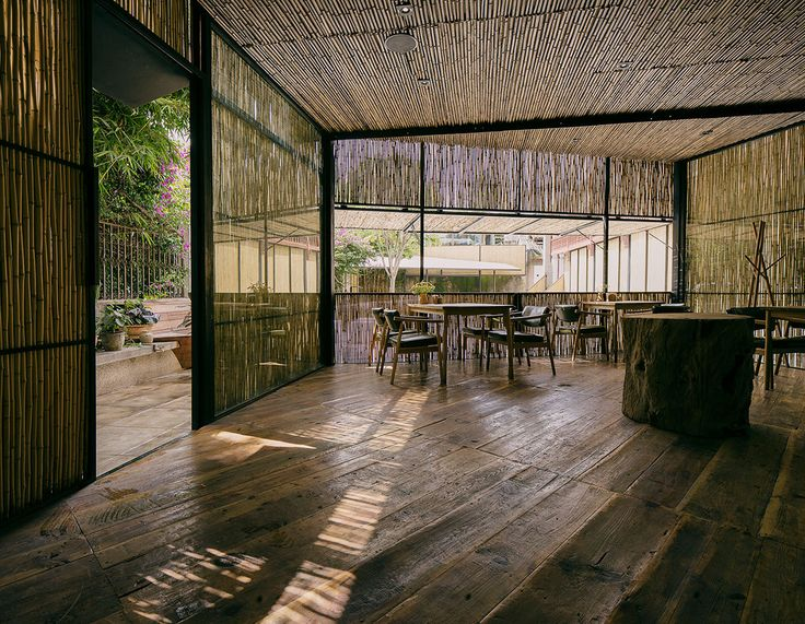 Completed in 2015 in Dali, China. Images by Pengfei Wang. This is a renovation project. The property was originally an abandoned office facility located at the center of Dali old town, including a...