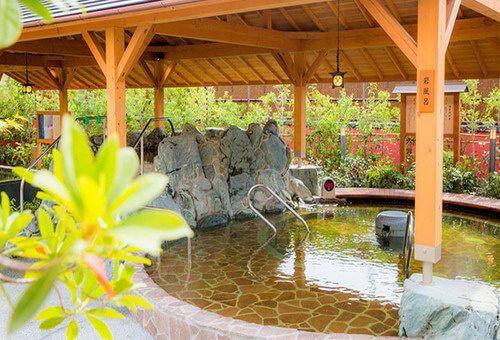 大阪にお出かけした際に立ち寄りたくなるおすすめのスーパー銭湯をご紹介。 家族風呂を完備しているスーパー銭湯などもあり、家族やカップルで大阪にお出かけの際に気軽に立ち寄ることの出来るおすすめスポットです!