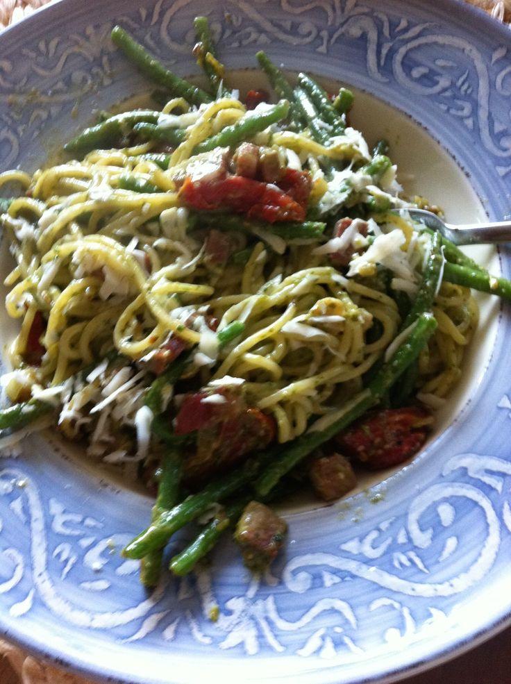 Spaghetti-groene pesto-boontjes-tomaatjes-Parmezaan