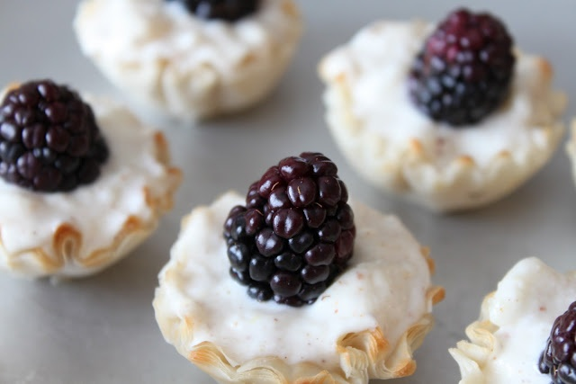 Goat Cheese, Blackberry, and Pear Bites: Appetizers Inspiration, Cheese Bites, Pears Bites, Blackberries Pears, Goats Cheese, Bounty Kitchens, Bites Treats, Pretty Appetizers, Goat Cheese