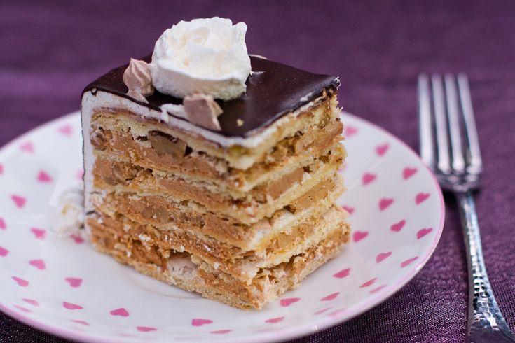 Очень вкусный торт, особенно понравиться тем кто любит сладкие торты. Сами коржи не имеют совсем сахара, но из за изобильного количества сахара в безе, плюс крема основаного на сгущенном молоке, торт скорее всего кушать можно только с несладким кофе или чаем. Если вы собрались испечь торт за 2…