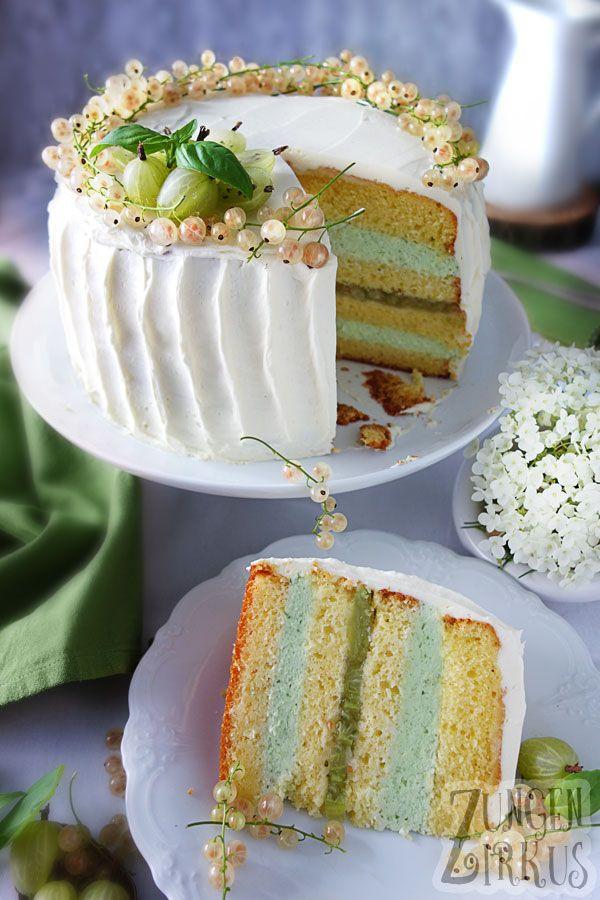 Herrliche weiße Ganache-Torte mit Basilikumcreme und weißen Beeren! Lecker, und besonders. Wirkt fast schon wie eine Hochzeitstorte! Rezept vom Zungenzirkus