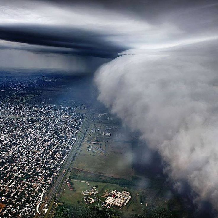 What an impressive image of a shelf cloud moving over Buenos Aires Argentina from a flight !! Ezeiza İnt. Airport Bounes Aires Photo by Aleksandar Gospic via Severe Weather Turkey
