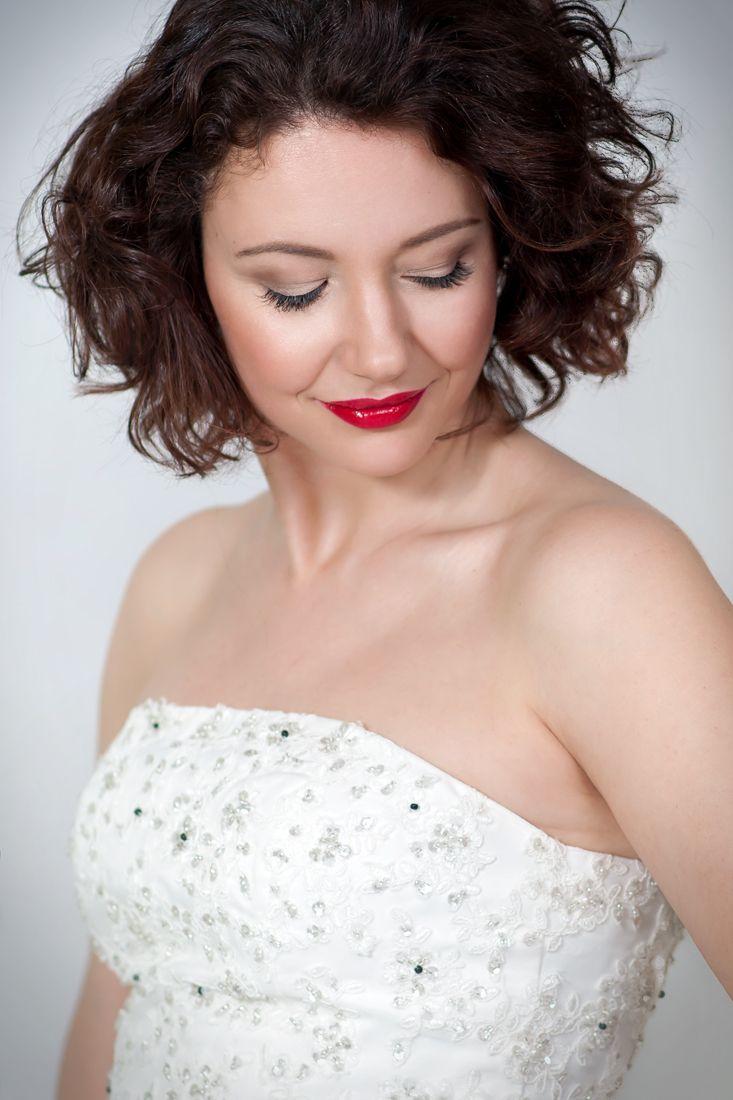Wedding makeup red lips