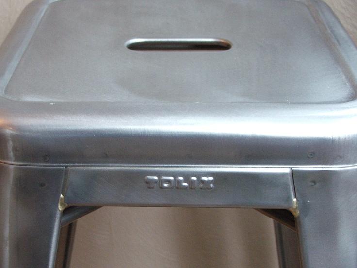 "Stapelbarer Tolix Hocker aus Frankreich - Stuhltyp: ""Tabouret H75"" - Material : Stahl - Farbe: Metall klar lackiert"