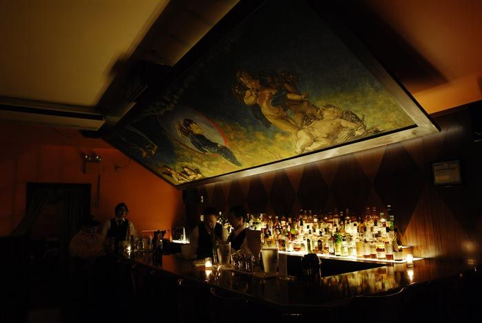 Pssst! Shhhh! Nowhere does Prohibition-era glamour better than New York. Take time out to enjoy cocktails & a slice of jazz-age cool.