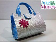 Il progetto di oggi riguarda la creazione di una graziosa borsetta con manici, interamente realizzata in foamy. Questo è un progetto per una borsa da bambine, ma