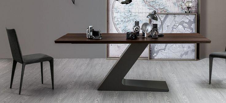 TL: tavolo 220x100 cm – piano rovere spazzolato termotrattato, base grande in acciaio verniciato grigio antracite