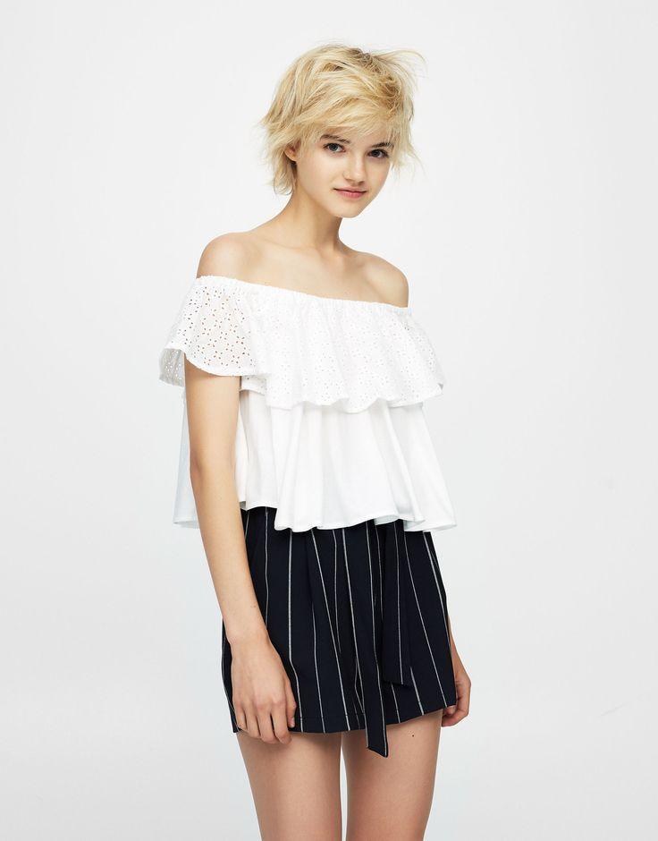 https://www.pullandbear.com/pl/dla-niej/odzież/koszulki/haftowany-top-z-falbaną-przy-dekolcie-c29020p500374015.html?NEWCOLLECTION