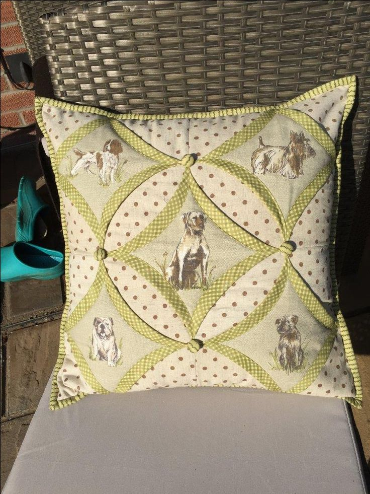 We're loving this dog-themed variation on the classic chapel window cushion! Click here to buy your own pattern: http://ow.ly/Fndb30cbYSK This fabric isn't on the website so please call us on 0800 6444 896 if you're interested.