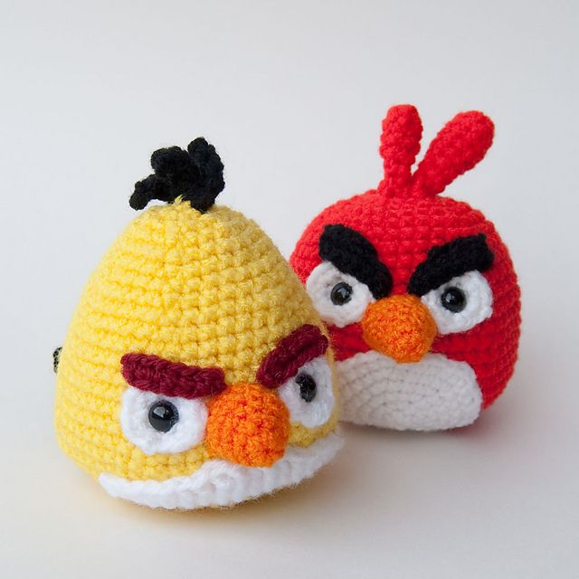 Angry Birds Goldfinch (Yellow Bird). Free crochet pattern at link. PDF download.