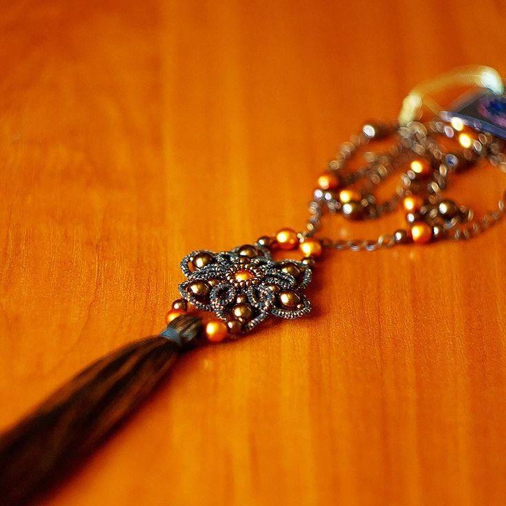 sharlotta2012 - У нас #вналичии чудеснейший #кулон #фриволите  В кулоне использован хрустальный #жемчугсваровски  #бисертохо  ниточки с люрексом медно бронзового цвета. Кулон подвешен на длинную медную цепочку. #swarovski #pearlswarovski #tatting #tatted #pendant #pendanttatting #handmadejewellery #beautifuljewelry #украшенияручнойработы #стильныеукрашения #красота #украшениядляженщин #идеяподарка #тынеотразима #длядевушек #длямодниц #модныемамочки