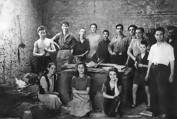 Εργάτες στο εργοστάσιο των Σαλβατόρ Άντζελ και Δημήτριου Καπανίκη το 1946