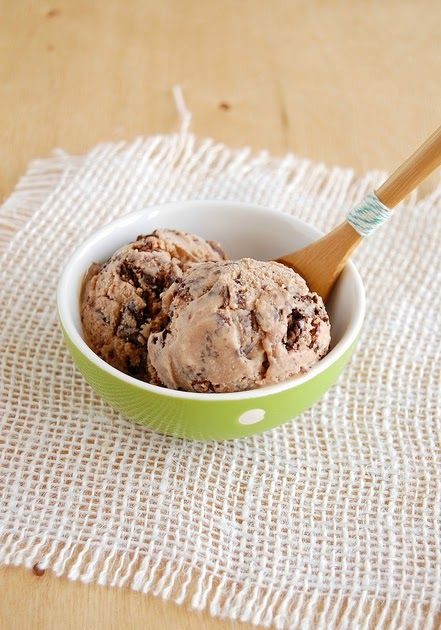 Technicolor Kitchen: Sorvete de chocolate ao leite e flocos